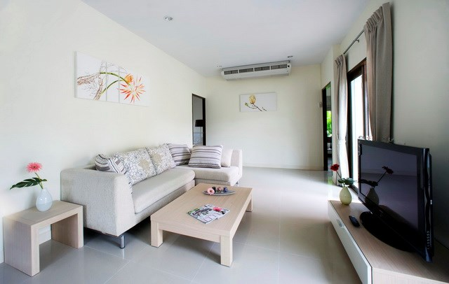 House for rent Pattaya Mabprachan showing the living area