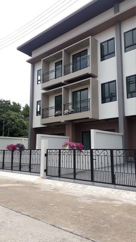 House for sale East Pattaya showing house frontage
