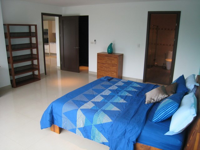 Condominium for rent Jomtien showing the bedroom suite