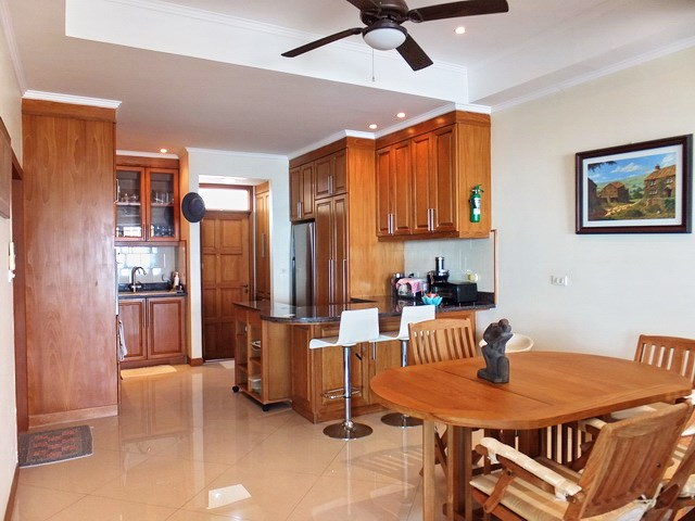 Condominium for rent Jomtien showing the dining and kitchen areas