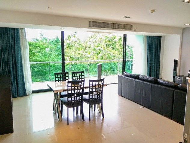 Condominium for rent Jomtien showing the dining area and balcony
