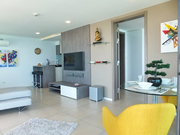 Condominium for sale Na Jomtien showing the dining, living and kitchen areas