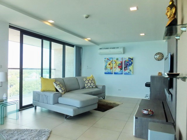 Condominium for sale Na Jomtien showing the living room and balcony