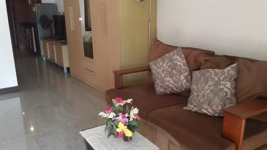 Condominium for sale Jomtien Pattaya showing the living area