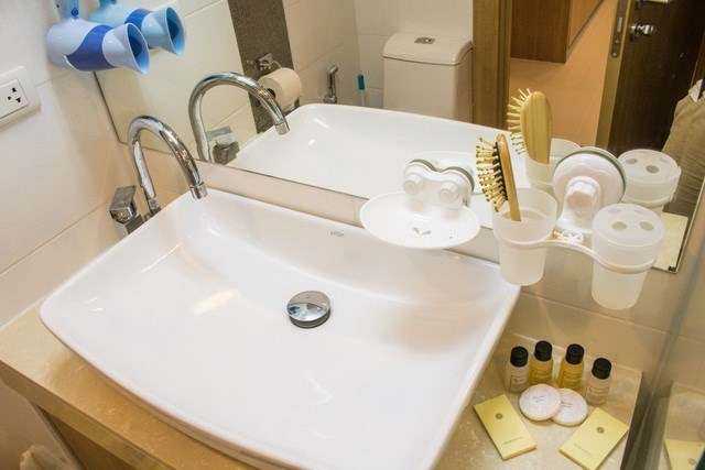 Condominium for sale Pratumnak Hill Pattaya showing the bathroom