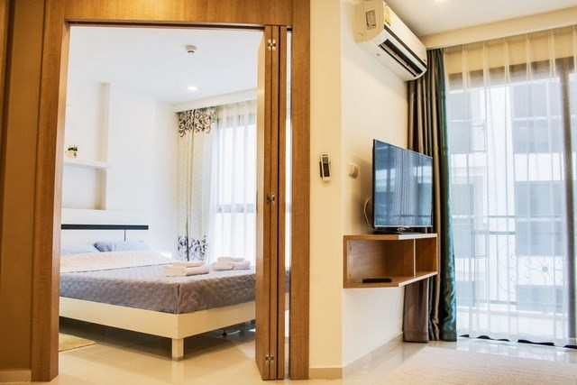 Condominium for sale Pratumnak Hill Pattaya look over to bedroom