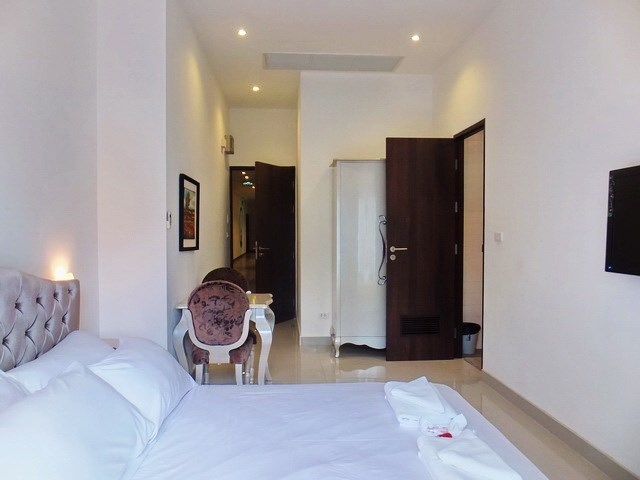 Condominium for sale Pratumnak Hill Pattaya showing the studio layout