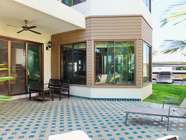 House for rent East Pattaya showing the covered terrace and carport