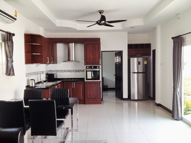 House for rent East Pattaya showing the dining and kitchen