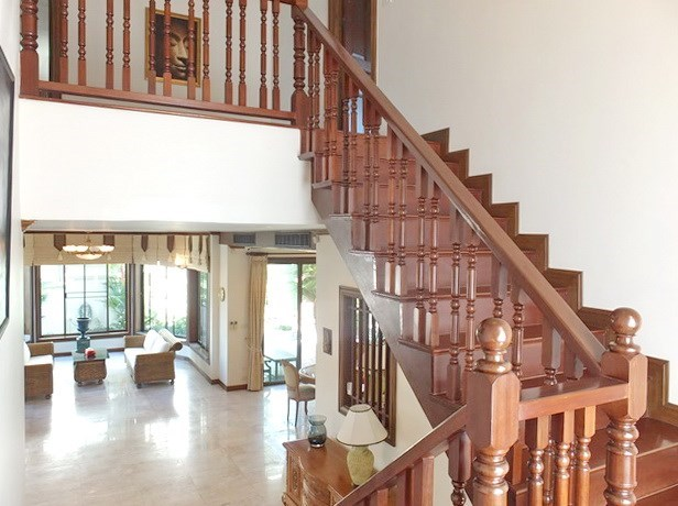 House for rent East Pattaya showing the hall and staircase