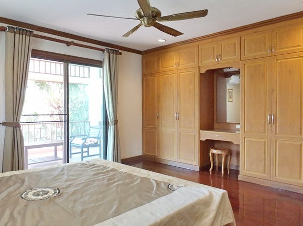 House for rent East Pattaya showing the second bedroom with balcony