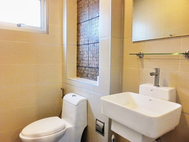 House for Rent East Pattaya showing the guest bathroom