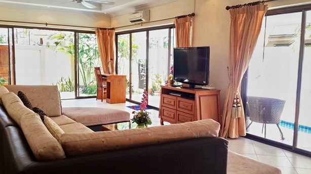 House for rent Jomtien Pattaya showing the living room and office area