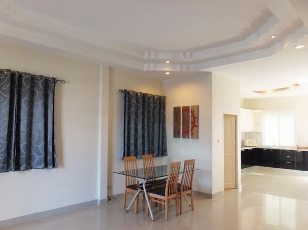 House for rent East Pattaya showing the dining area and kitchen