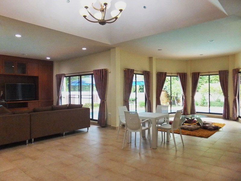 House for rent East Pattaya showing the 2 living areas
