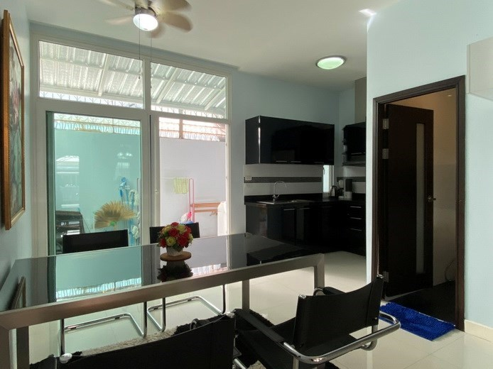 House for rent East Pattaya showing the dining, kitchen and utility areas