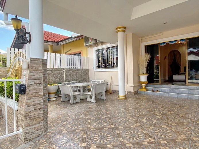 House for Rent East Pattaya showing the carport and terrace