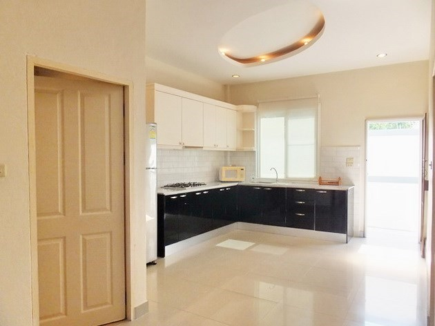 House for rent East Pattaya showing the kitchen and outside utility area