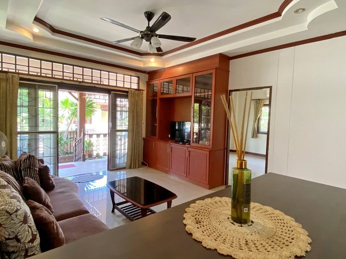 House for rent East Pattaya showing the living area and terrace