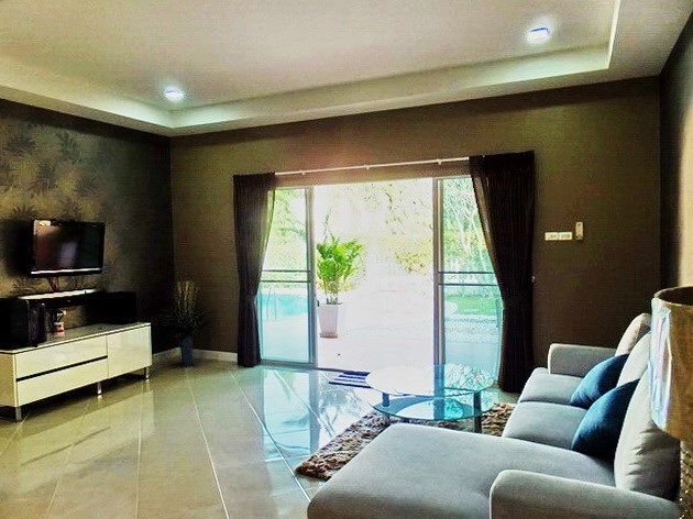 House for rent East Pattaya showing the living room with pool view