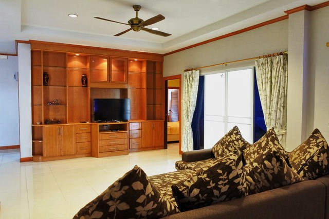 House for rent East Pattaya the living room with built-in cabinet