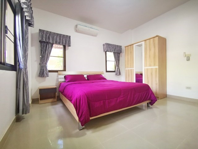 House for rent East Pattaya showing the master bedroom with furniture