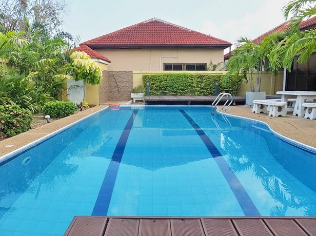 House for rent East Pattaya showing the private pool