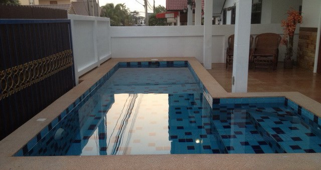 House for rent East Pattaya showing the swimming pool