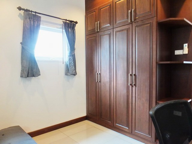 House for rent East Pattaya showing the third bedroom with built-in wardrobes
