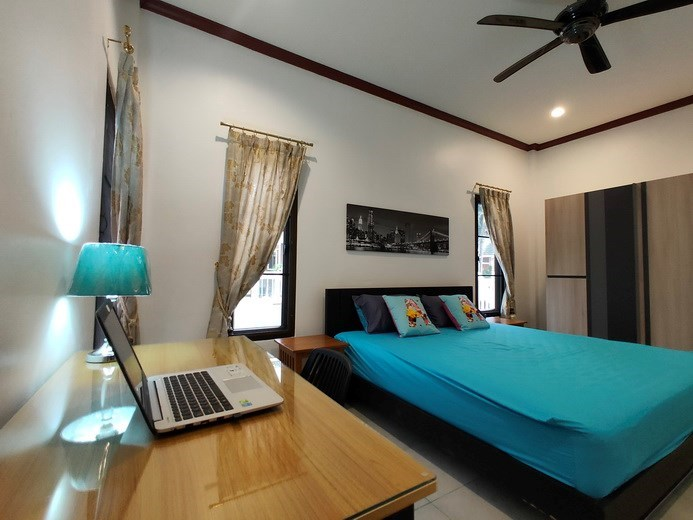 House for rent East Pattaya showing the third bedroom with office area