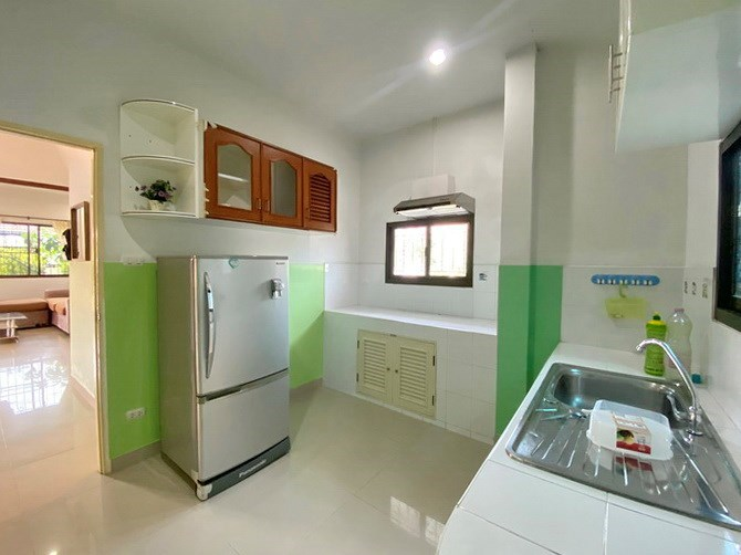 House for rent South Pattaya showing the kitchen area