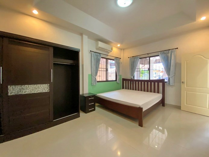 House for rent South Pattaya showing the master bedroom