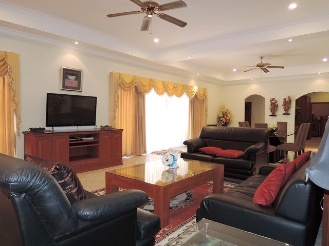 House for rent at View Talay Villas Jomtien showing the living area
