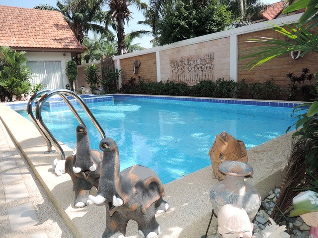 House for rent at View Talay Villas Jomtien showing the private swimming pool