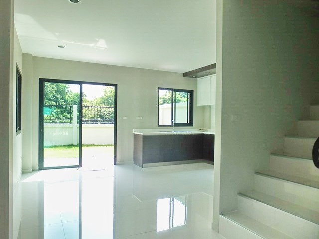 House for sale East Pattaya showing the staircase and outside terrace