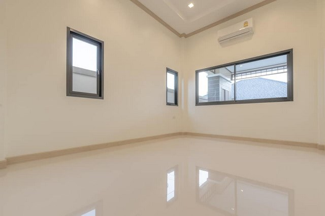 House for sale Pattaya Mabprachan showing the master bedroom concept