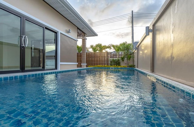 House for sale Pattaya Mabprachan showing the private pool