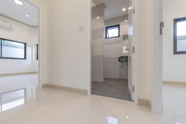 House for sale Pattaya Mabprachan showing the second bathroom