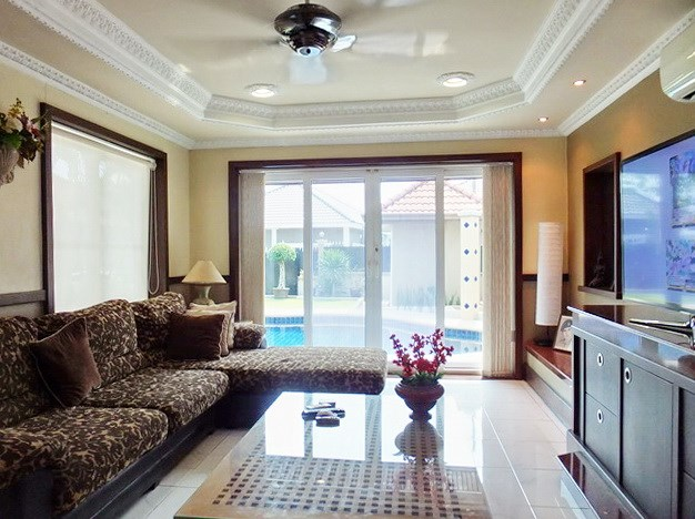 House For Sale Nongpalai Pattaya showing the living room poolside