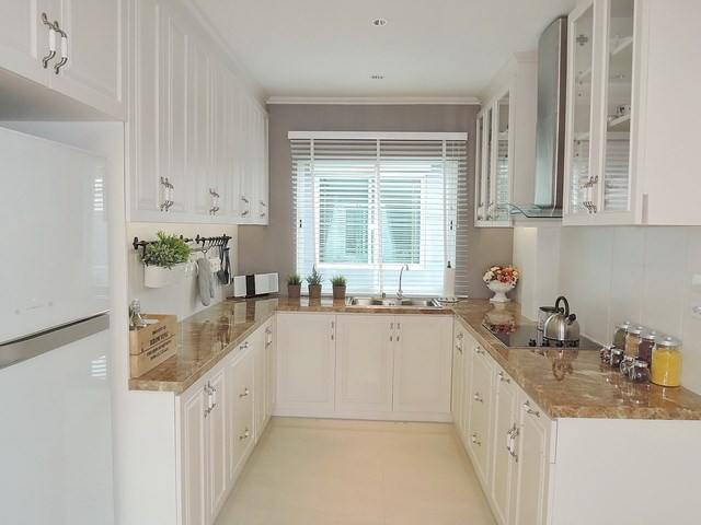 House for sale Pattaya Winston Village showing the kitchen concept