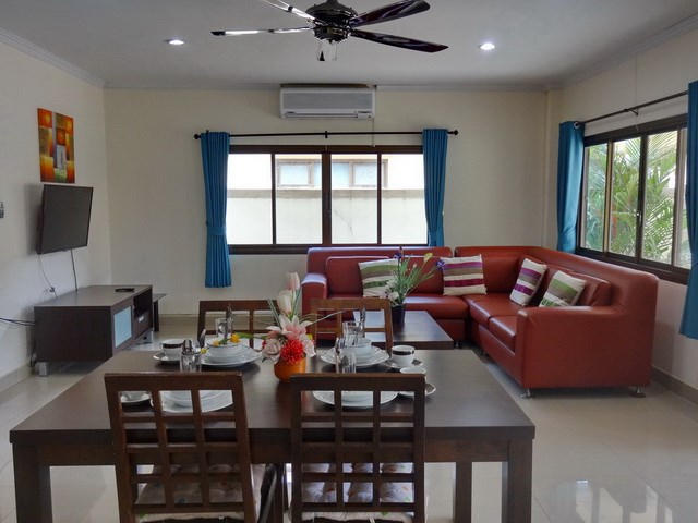 House for sale Jomtien Pattaya showing the dining and living areas