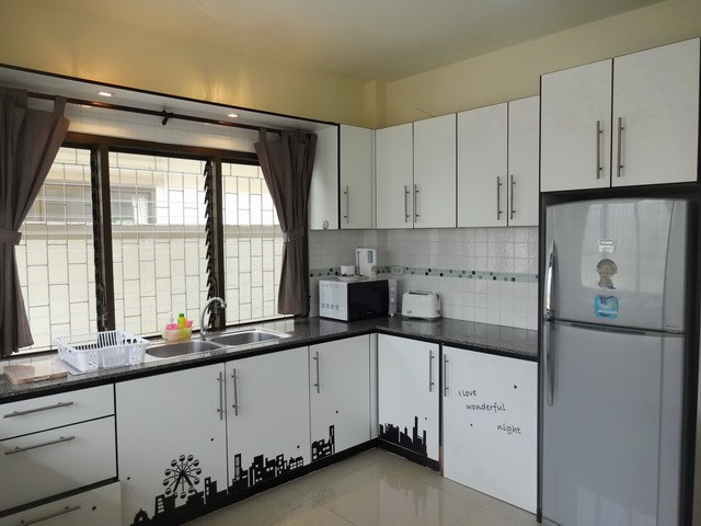 House for sale Jomtien Pattaya showing the large kitchen