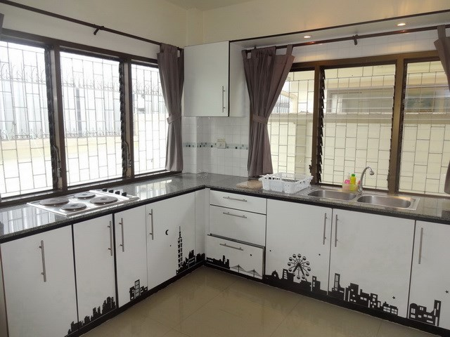 House for sale Jomtien Pattaya showing the kitchen area