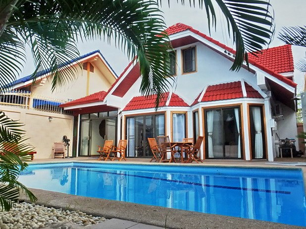 House for sale South Pattaya showing the pool and terraces