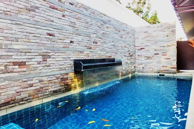 House for sale East Jomtien showing the pool