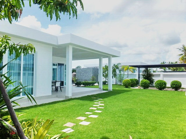 House for Sale Silverlake Pattaya showing the house and garden