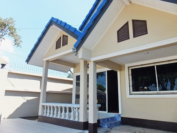 House for sale WongAmat Pattaya showing the covered terrace