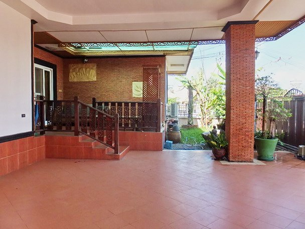 House for rent East Pattaya showing the carport, terrace and garden