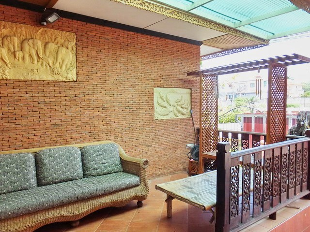 House for rent East Pattaya showing the covered terrace