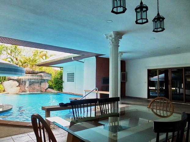 House for sale East Pattaya showing the covered terrace and barbecue area